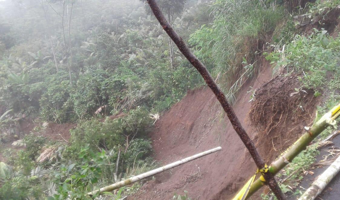 Laporan Kejadian Tebing Longsor di Dusun Sikenong RT 04/03 Desa Bantar Kecamatan Wanayasa